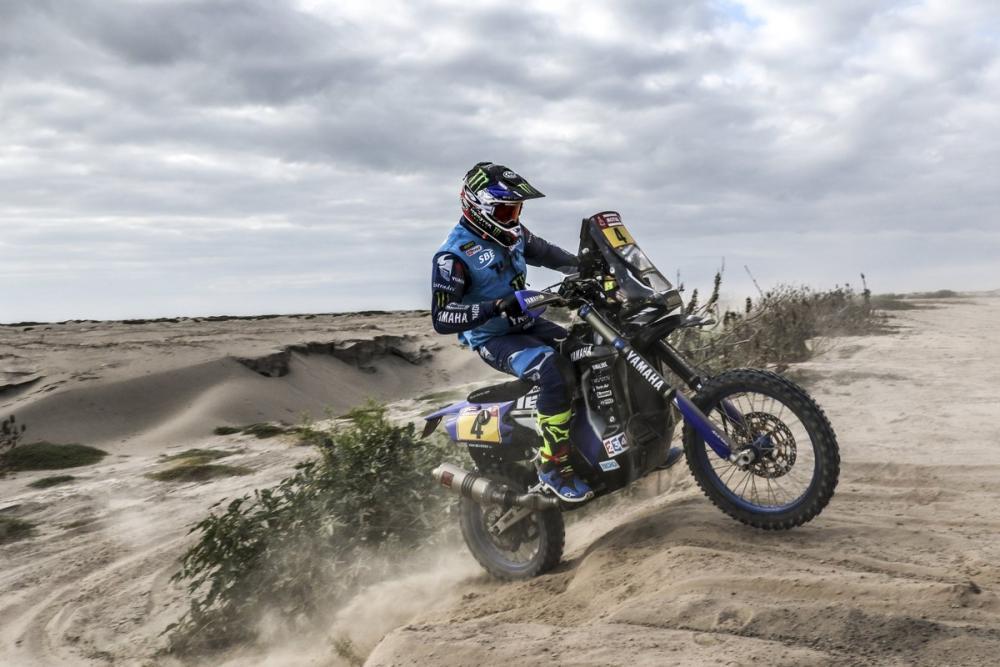 Adrien Van Beveren in sella alla sua Yamaha durante la quinta tappa della Dakar 2018
