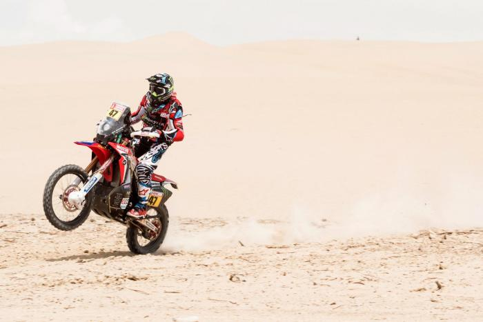 Kevin Benavides in sella alla sua Honda durante la quinta tappa della Dakar 2018