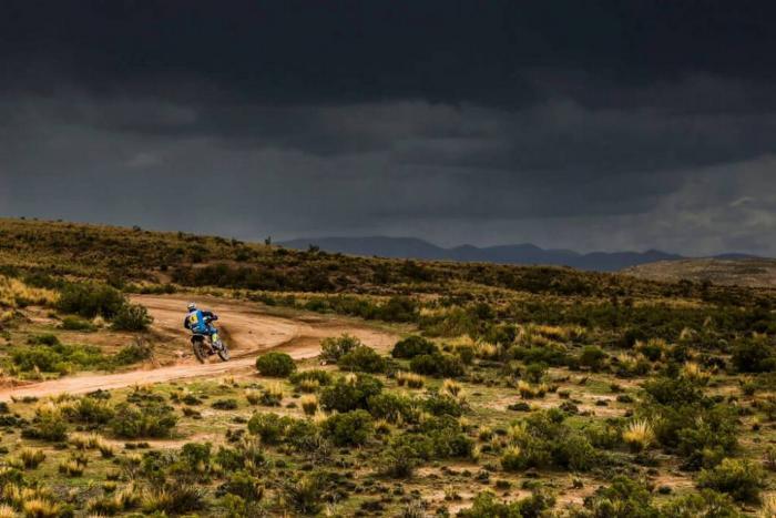 Adrien Van Beveren  in sella alla sua Yamaha nella sesta tappa della Dakar 2018