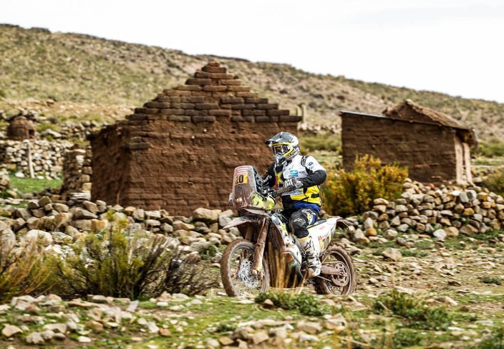 Pablo Quintanilla in sella alla sua Husqvarna nella settima tappa della Dakar 2018