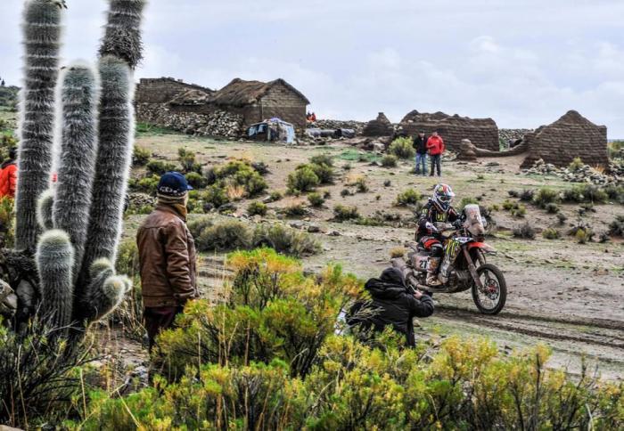 Diego Martin in sella alla sua Honda nella settima tappa della Dakar 2018