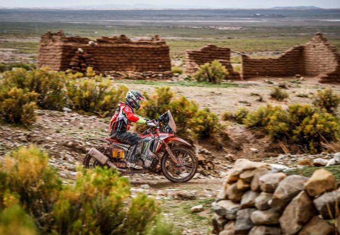 Joan Barreda in sella alla sua Honda nella settima tappa della Dakar 2018