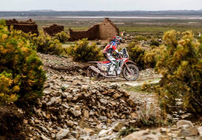 Michael Metge in sella alla sua Honda nella settima tappa della Dakar 2018