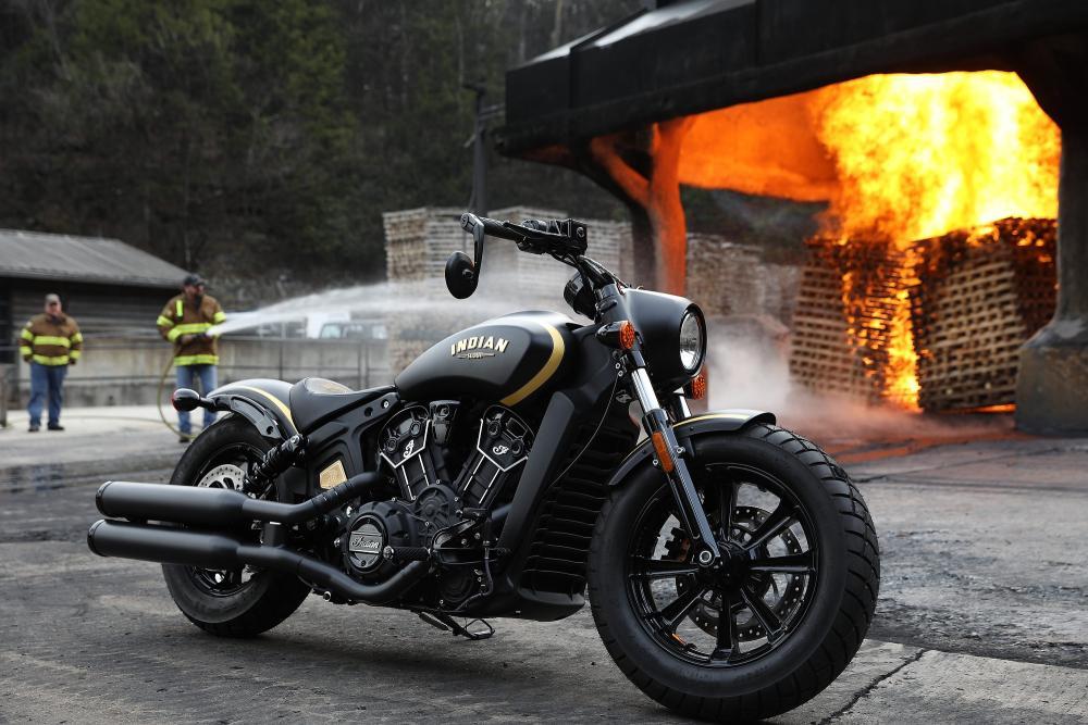 Indian Jack Daniel's Limited Edition Scout Bobber è un modello realizzato, in serie limitata, in onore al corpo dei pompieri della celebre distilleria del Tennessee. La moto è ricoperta da una livrea total black e ha dettagli in oro a 24 carati.