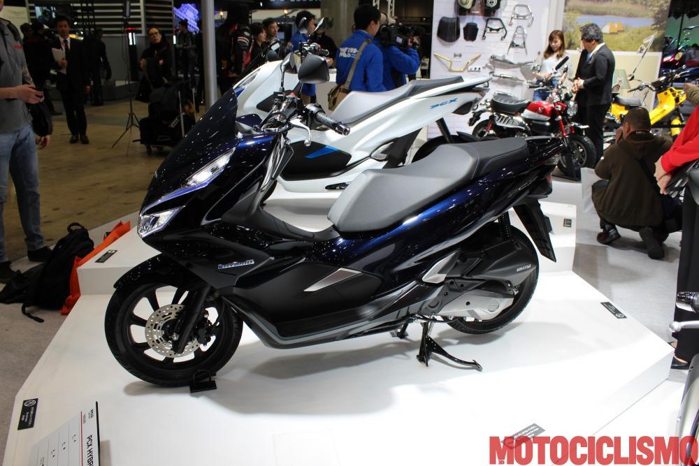 Honda Pcx Hybrid 2018 Il Primo Scooter Ibrido Al Mondo Arriva Sul