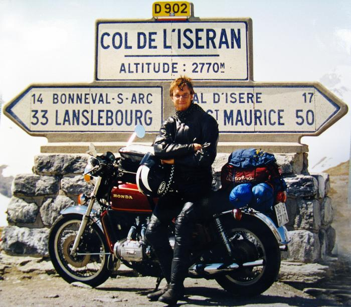 Nicolò Codognola con la sua Honda GL1000 Gold Wing del 1976 al Col de l'Iseran