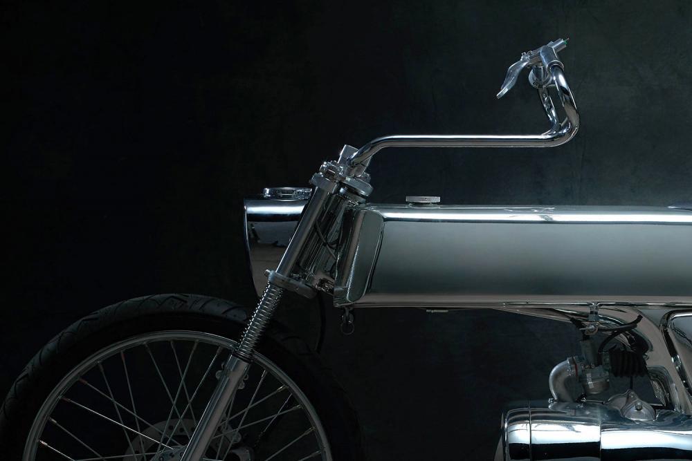 """Il manubrio della Honda SuperSport special """"L•Concept"""" by Bandit9 ricorda le forme di quello delle navicelle spaziali di Star Trek"""