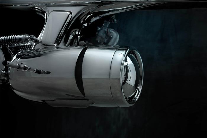 """La cover motore della Honda SuperSport special """"L•Concept"""" by Bandit9 ricorda le forme di un reattore"""