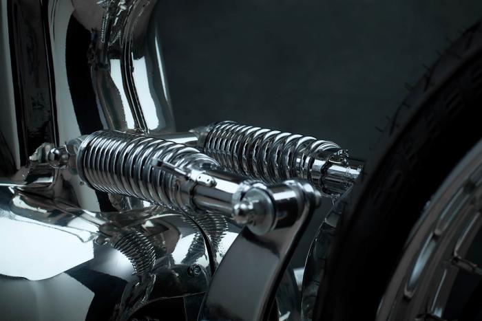 """Il doppio ammortizzatore posteriore della Honda SuperSport special """"L•Concept"""" by Bandit9"""