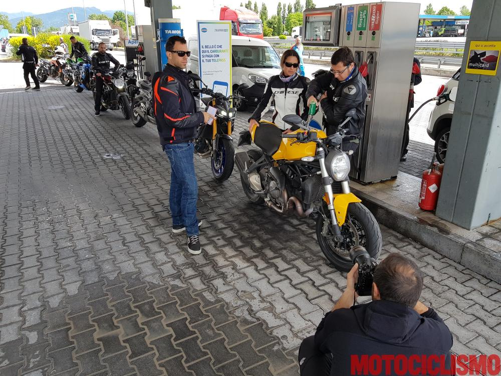 Comparativa Naked Medie 2018: pausa carburante