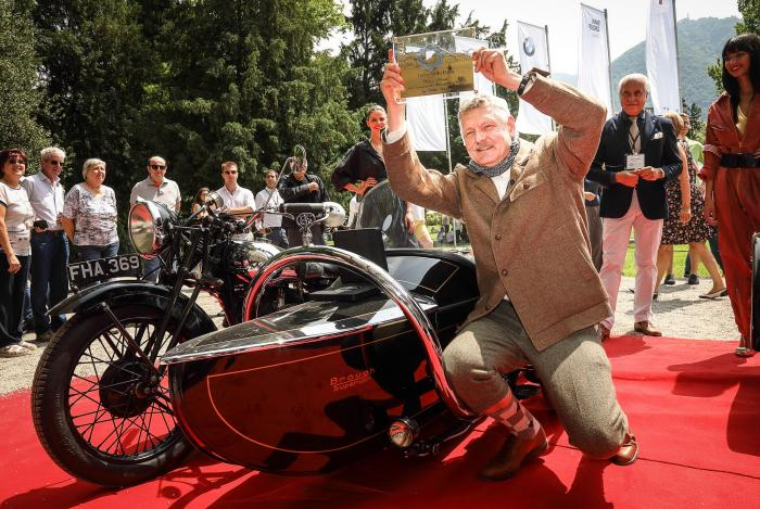 Il pubblico accorso nei giardini di Villa Erba ha espresso la propria preferenza tra le motociclette in concorso. Il riconoscimento (il Trofeo Villa Erba, assegnato per Referendum Pubblico) è andato al sidecar Brough Superior SS80, prodotto a Nottingham, in Inghilterra, nel 1939