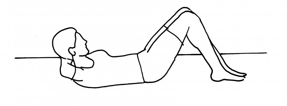 Crunch: sdraiati sulla schiena con i piedi appoggiati a terra. Incrocia le mani dietro alla testa. Contrai gli addominali fino a sollevare le spalle da terra, mantenendo la testa in asse (non avvicinare il mento al petto). Ritorna alla posizione di partenza e ripeti. Fai 2x10 ripetizioni.