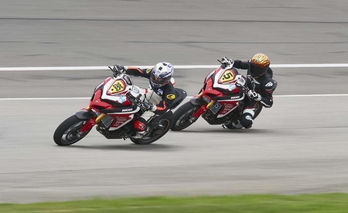 Carlin Dunne e Codie Vahsholtz durante gli allenamenti in sella alle Ducati Multistrada 1260 con cui hanno partecipato al Pikes Peak 2018