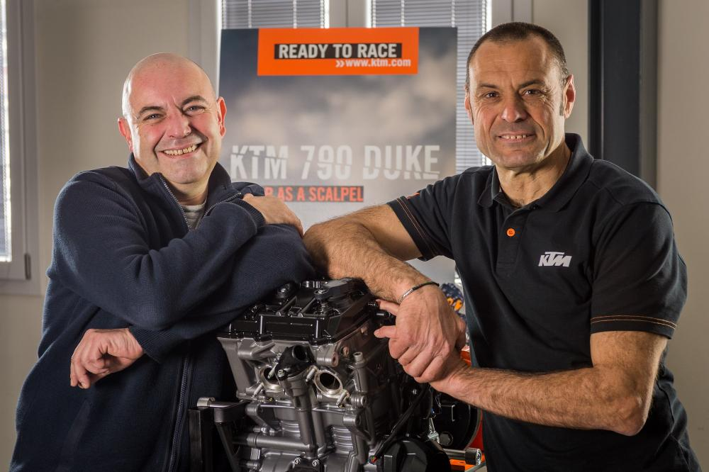 Riccardo Capacchione insieme ad Arnaldo Nicoli, Responsabile Customer Service di KTM Italia