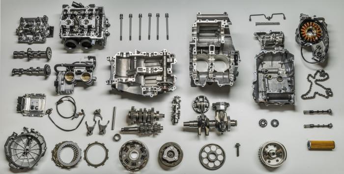 Il bicilindrico parallelo della KTM 790 Duke fatto a pezzi