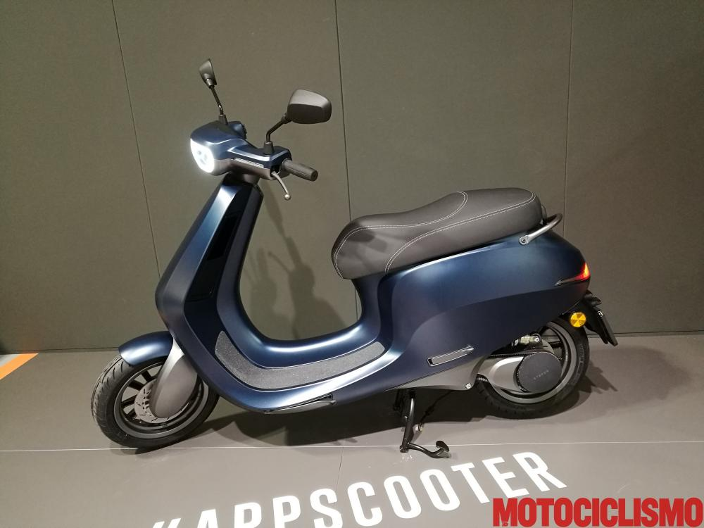 scooter fermo batteria