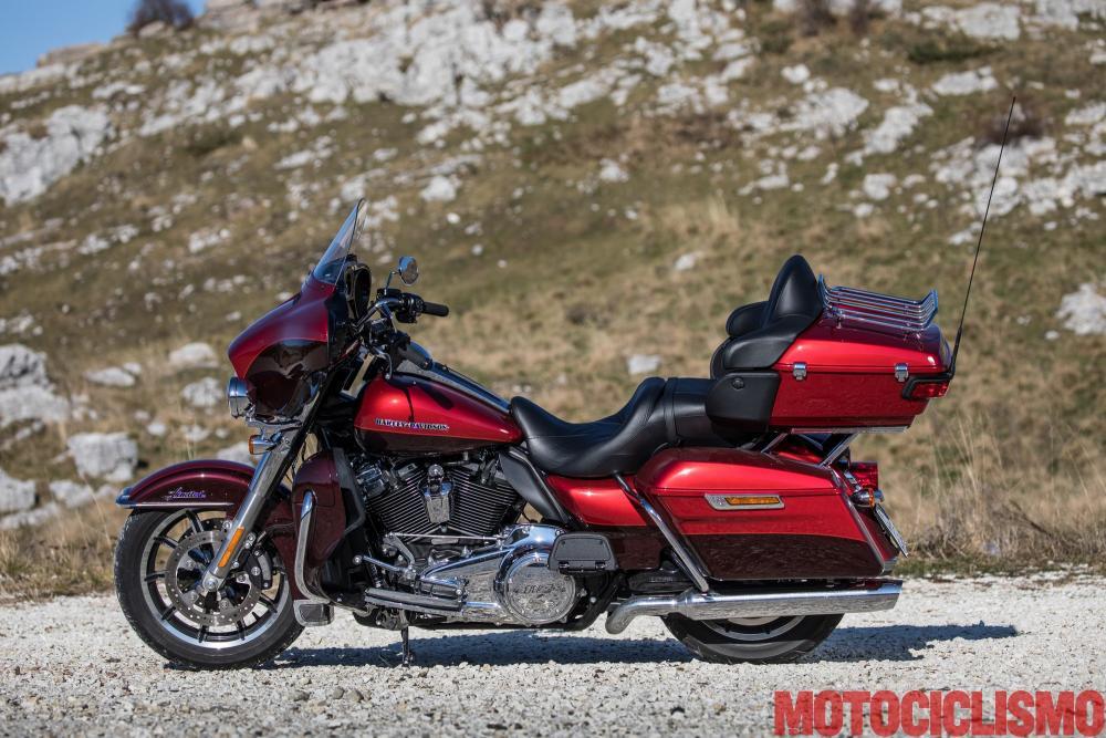 BMW R 1250 RT vs Harley-Davidson Ultra Limited. La prova ...