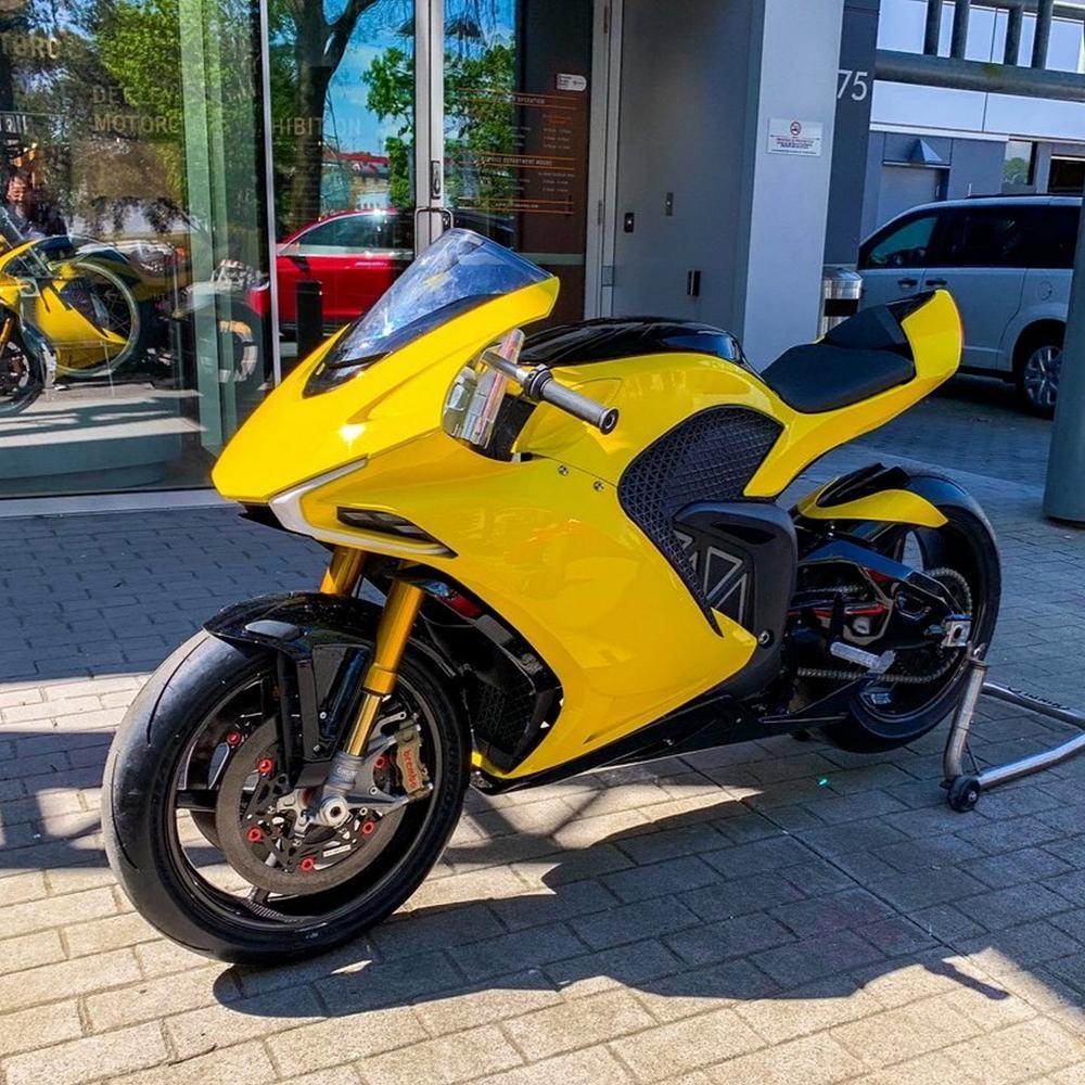 Consejos para conducir la moto con pasajero - VIVE LA MOTO