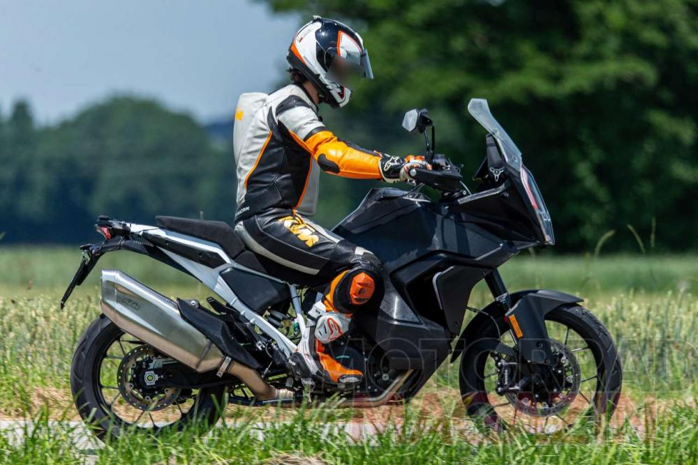 2021 KTM 1290 Super Adventure R and S prototypes spied on