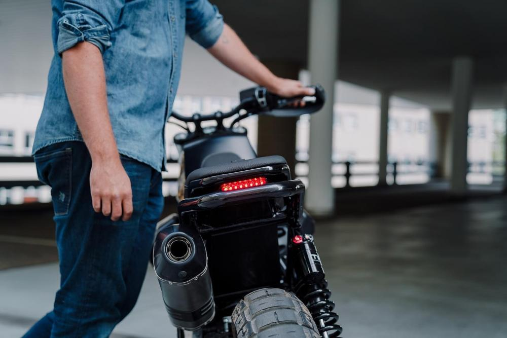 Luuc Muis bouwt Moto Guzzi V85 TT om tot Vanguard-bike