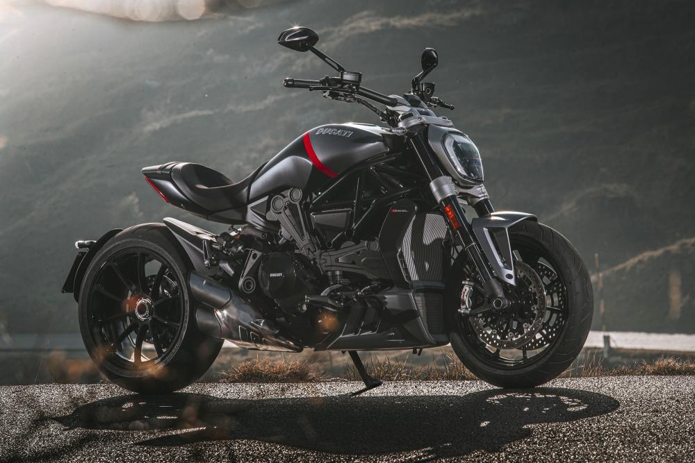 Ducati presenta le nuove XDiavel Dark e Black Star