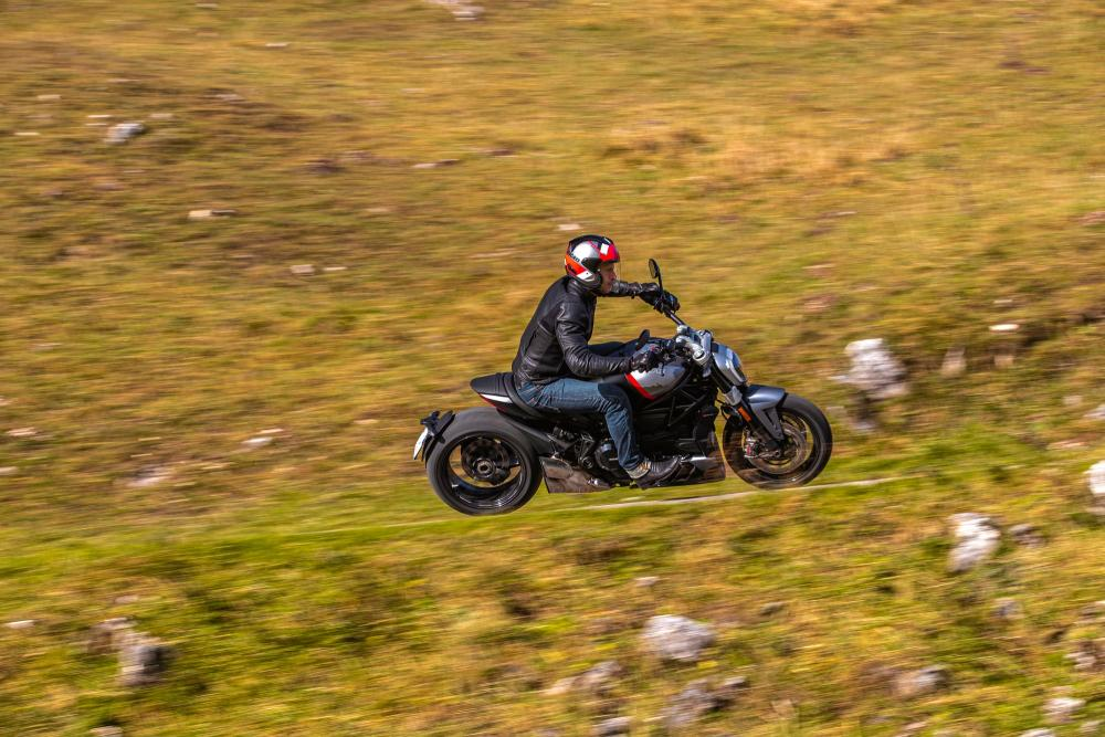 Ducati XDiavel Dark e XDiavel Black Star, lo sport-cruiser si fa in 2