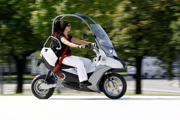 Ritorna il C1 della BMW, ma è proposto in una versione con il motore elettrico. Per il momento è solamente un concept che la Casa di monaco ha sviluppato per studiare soluzioni ecosostenibili.
