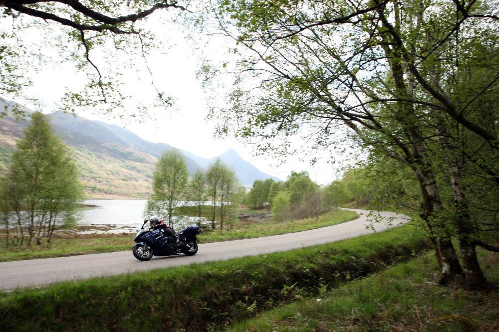 Abbiamo testato in Scozia la Gran Turismo di Triumph, che ci è piaciuta sia per la capacità di seguire la traiettoria in ogni situazione, sia per il motore brillante.
