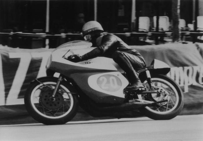 Givi, l'impresa di Giuseppe Visenzi, è nata dalle idee di un motociclista intraprendente, con un buon passato sportivo e tanta passione per la motocicletta. Oggi i prodotti di Visenzi sono fra i primi sul mercato e non temono la concorrenza asiatica, che, anzi riescono a contrastare addirittura con una produzione all'estero.
