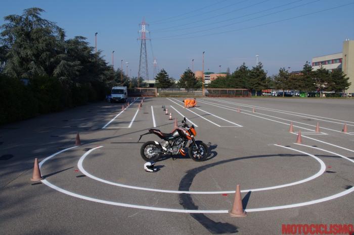 Gennaio 2013: un nostro tester sta per provare in anteprima, alla Motorizzazione di Milano, il nuovo percorso d'esame appena entrato in vigore