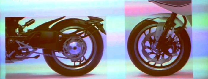 . Il telaio è un doppio trave in alluminio, abbinato ad un forcellone monobraccio. Le sospensioni, almeno dalle immagini rubate, appaiono totalmente regolabili. L'impianto frenante poi è dimensionato per una media leggera, con un solo disco anteriore morso da pinza a 4 pistoncini ad attacco radiale; dietro c'è un disco con pinza a due pistoncini contrapposti. Di serie l'ABS.
