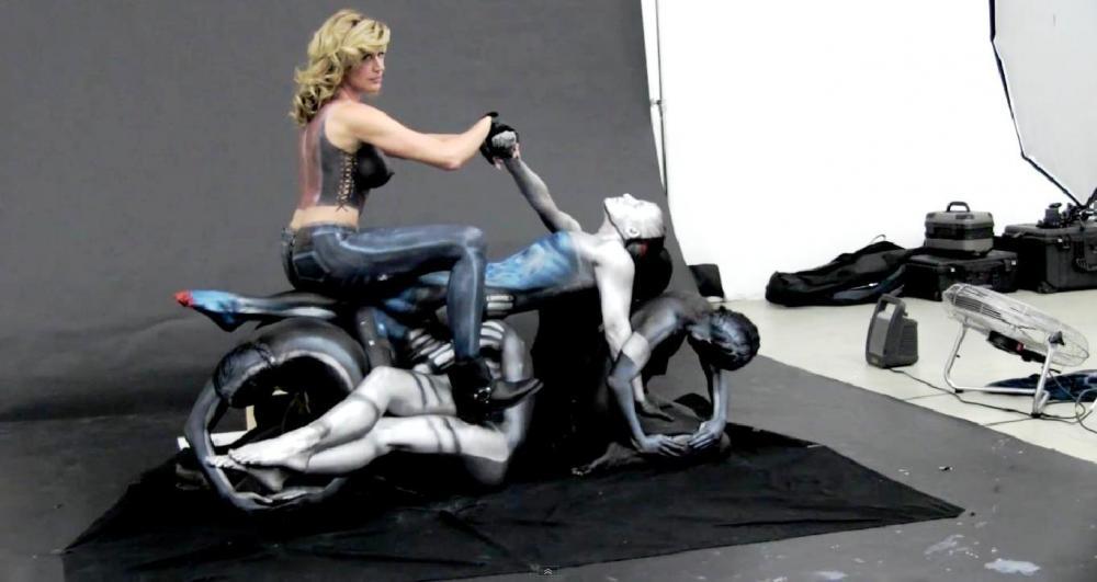 Una Custom realizzata con la tecnica della bodypainting