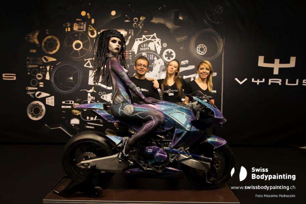 I  tre campioni italiani, (foto di Massimo Pedrazzini) membri del ColorSensation Team (Fiorella Scatena, Elena Tagliapietra e Flavio Bosco), assieme alle loro opere d'arte