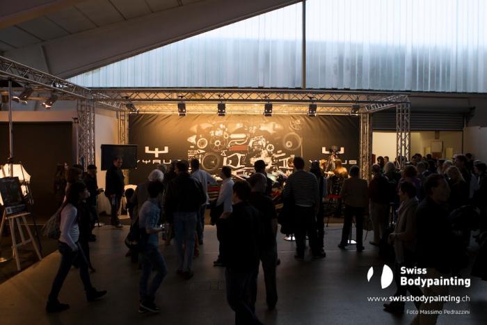 Tanto il pubblico e i fotografi allo stand Vyrus (foto di Massimo Pedrazzini)