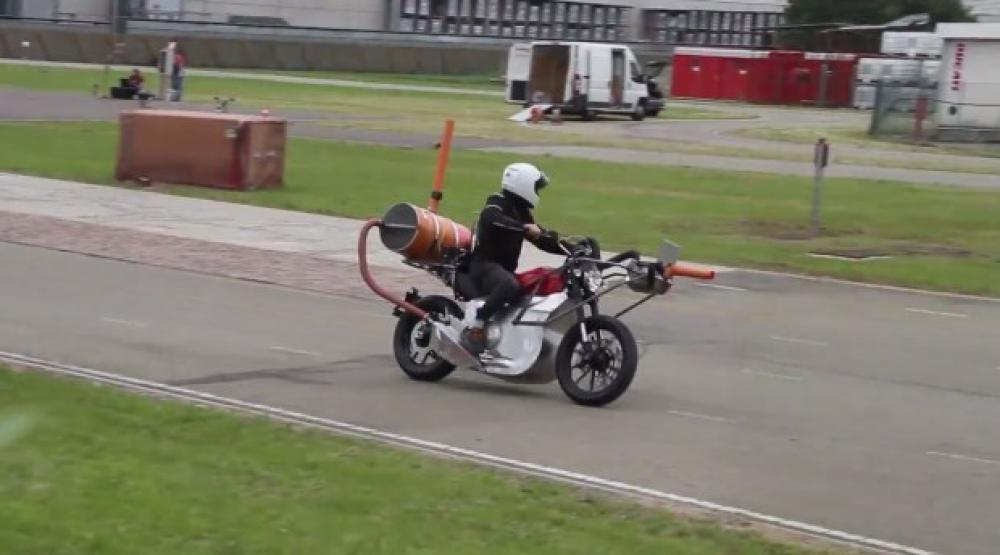 Ducati Scrambler prototipo equipaggiata dei vari dispositivi per i controlli fonometrici