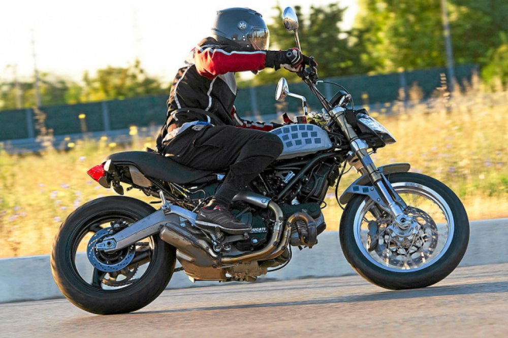 Scrambler Ducati: prototipo sorpreso durante i collaudi