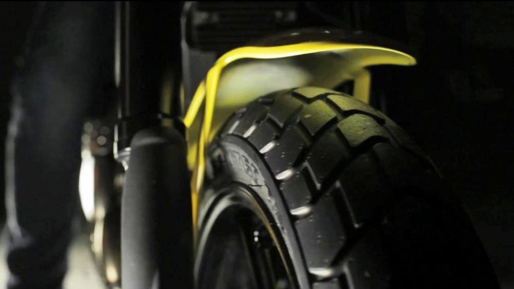 """Scrambler Ducati: gomme Pirelli MT 60 R su cerchi entrambi da 17"""""""
