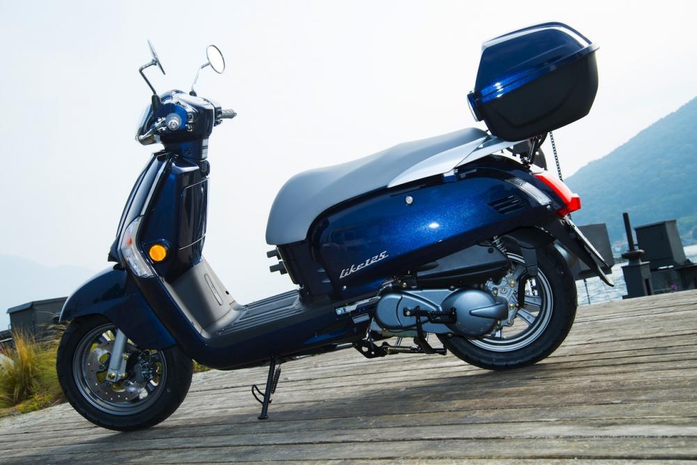 kymco like 50 e 125 arriva una nuova tinta blu motociclismo. Black Bedroom Furniture Sets. Home Design Ideas