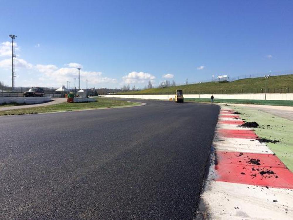 Circuito Misano : Misano asfalto nuovo per la motogp mugello danneggiato