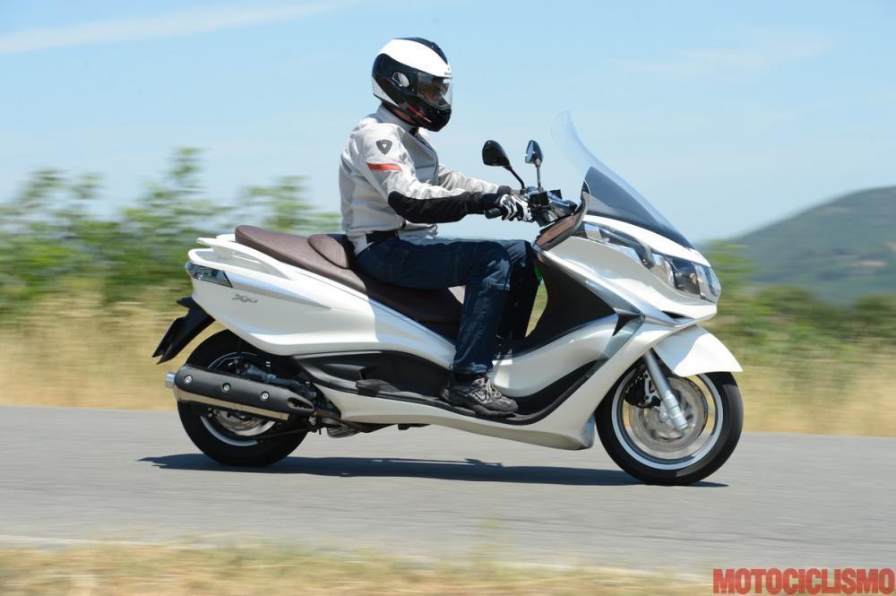piaggio x10 500: impressioni di guida (video) - motociclismo