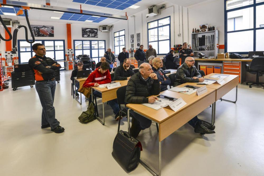 harley-davidson university: la scuola dei meccanici - motociclismo