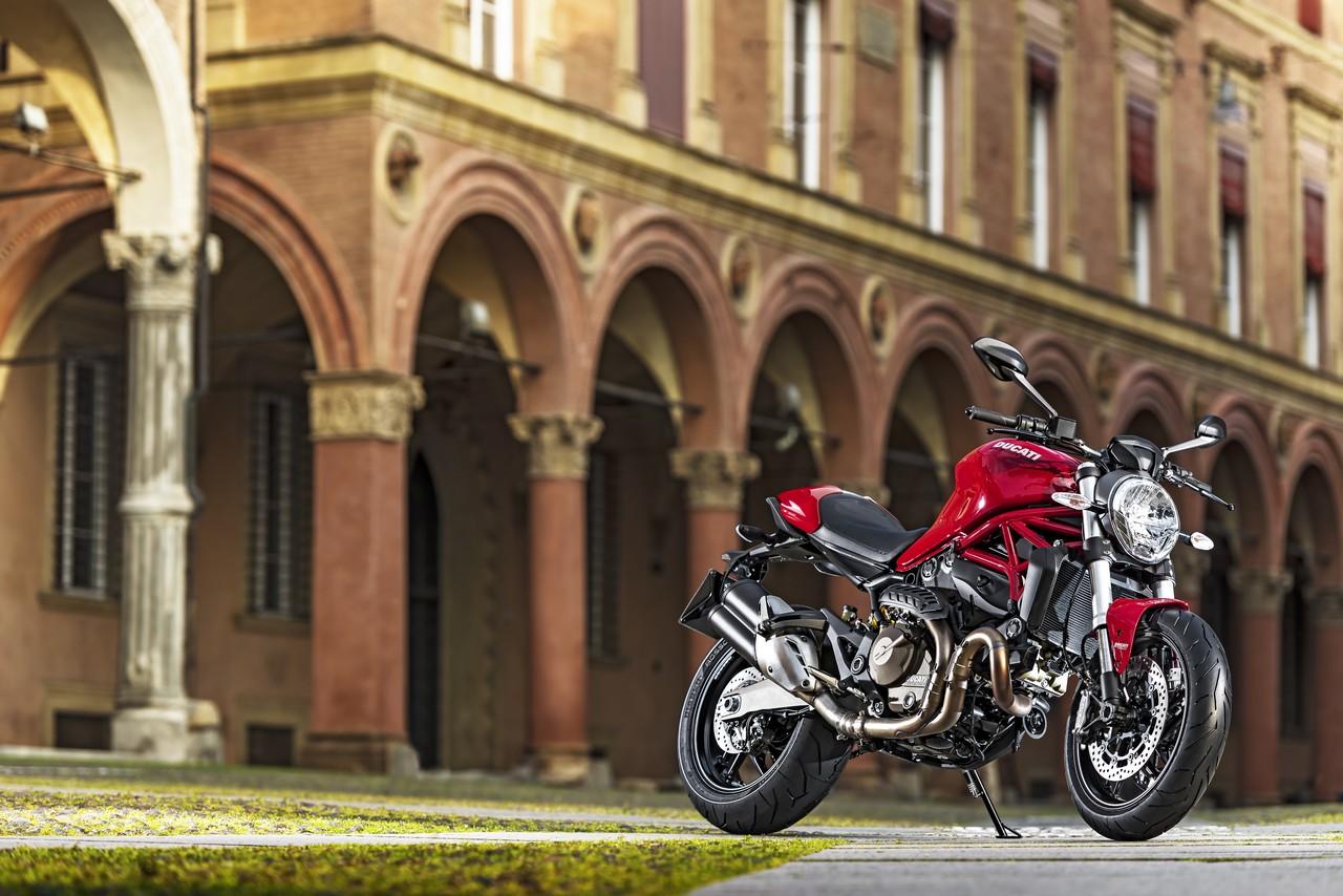 ducati monster 821: promossa dai piloti della motogp - motociclismo